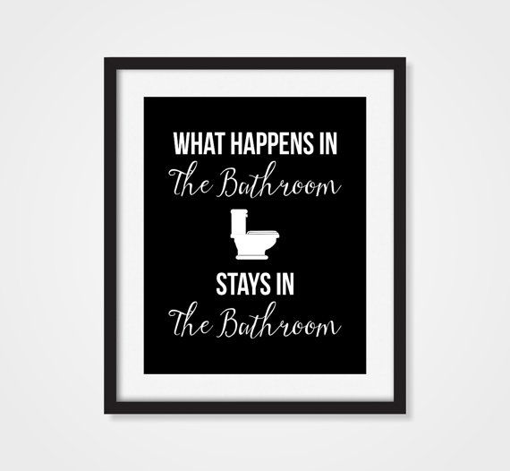 Bathroom Decor 'What Happens In The Bathroom por Picturality