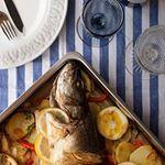 Esta lubina al horno va a ser nuestra cena de hoy...siempre la preparo de la misma forma y Mr. Fit (que hasta hace bien poco no le gustaba el pescado) ahora se vuelve loco porque la prepare así. Tenéis la receta en ~ www.ecohappyandhippie.com ~ ¡Muy buenas noches a todos!