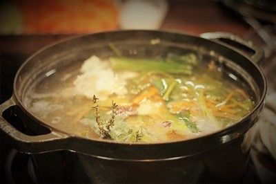 Il fumetto di pesce e crostacei: gli scarti di cucina sono utilizzati per un fondo bianco eccezionale