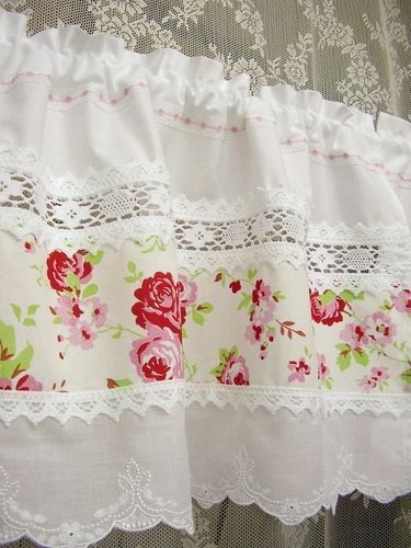 shabby chic curtains with lace inserts (Rosen Bistro-Gardinen Landhausstil)  I LIKE THE LACE SPACING