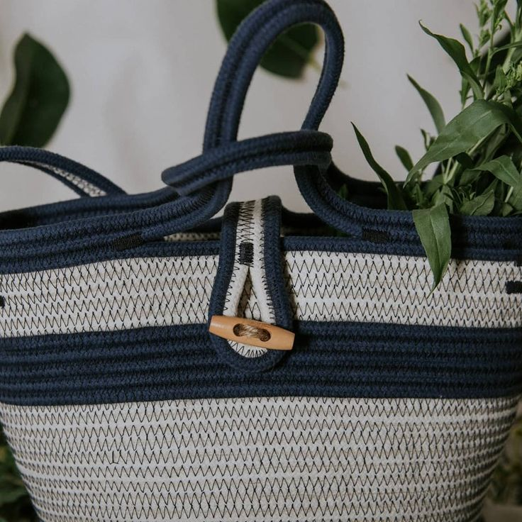 Shoulder bag made out of cotton rope in dark blue and natural colour. Perfect for everyday! By Palmito