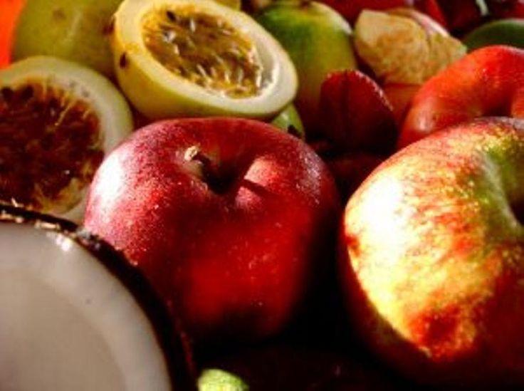 Cómo desinfectar las frutas y las verduras antes de consumirlas. Antes de comer una fruta o una verdura siempre debemos lavarla y desinfectarla, para eliminar cualquier suciedad o bacteria que se haya acumulado en ella y pueda afectar a nuestra salud. Y es que ante...