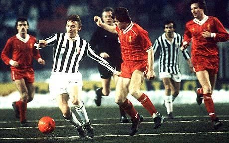 Zbigniew Boniek (Juventus FC, on the left with the ball, 1982–1985, 81 apps, 14 goals) and Steve Nicol (Liverpool) in action in the European Super Cup in 1984.