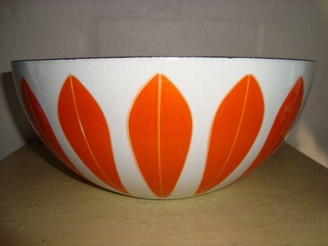 Cathrineholm Lotus retro enamel bowl. #Cathrineholm #Lotus #Prytz #Kittelsen #kitchenware #enamel #bowl #retro #emalje #skal