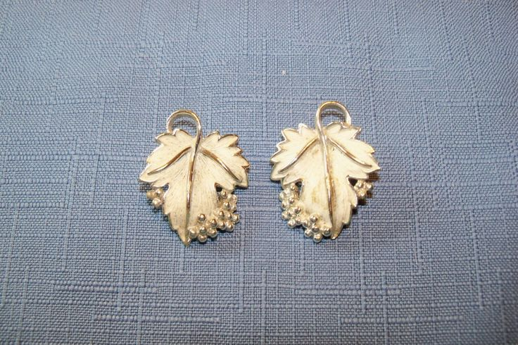 Earrings Leaf Sarah Coventry Silvery Enamel Silver Tone Setting Fall Wedding Bridal Vintage Jewelry Jewellery Gift Guide Women Woodland