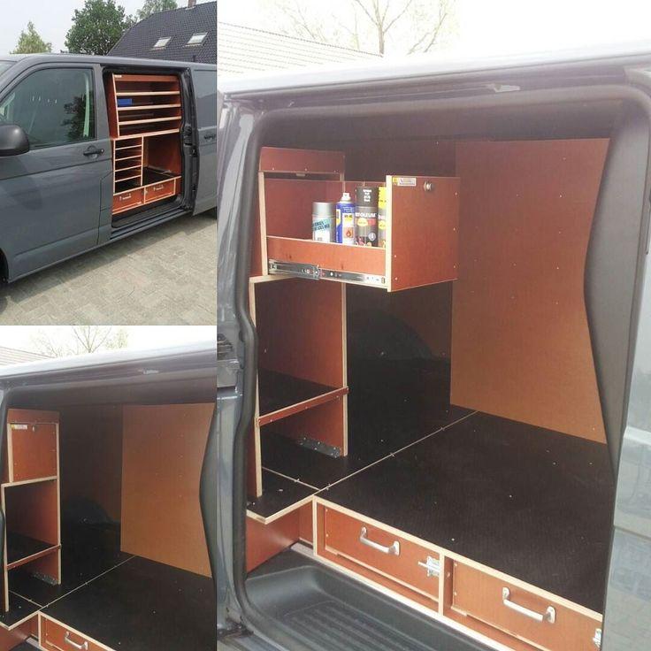 Inrichting geplaatst in een #VW #T6 met #dubbele #schuifdeur voor Redeha Hekwerken uit #Loosdrecht. Bij de rechter schuifdeur is een lade boven aan de zijkant gerealiseerd voor oa. spuitbussen en kit kokers. Interesse??? Vraag #gratis een vrijblijvende offerte aan!