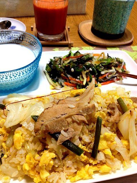 レシピとお料理がひらめくSnapDish - 9件のもぐもぐ - Homemade: BIG BRUNCH, Leftover Pork Fried Rice, neba neba salad (means slippery, sticky or slimy), & pear yogurt, veggy juice by Helen Escosora