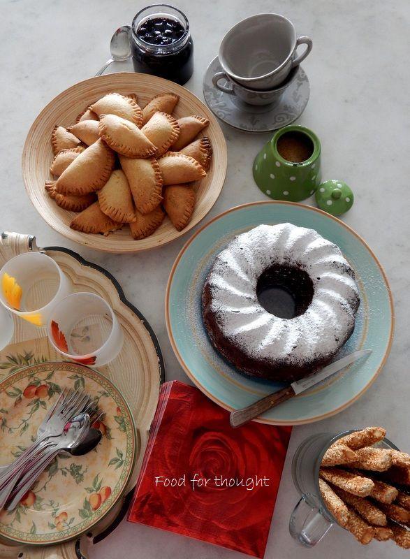 Κάλεσμα για καφέ απογευματινό. Τυροπιτάκια κουρού, κέικ μηλου, γλυκό βύσσινο και κριτσίνια. Οι συνταγές στο Food for Thought. http://laxtaristessyntages.blogspot.gr/