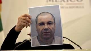 """Image copyright                  Getty Images                  Image caption                                      Joaquín """"El Chapo"""" Guzmán, exlíder del Cartel de Sinaloa, está encarcelado en una prisión de máxima seguridad.                                Eran más conocidos por sus fotos en redes sociales donde presumían dinero, joyas y armas c"""