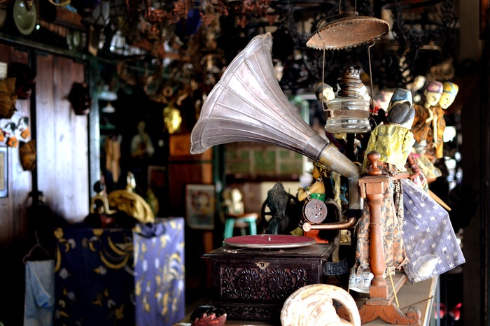 Purists' sound. A gramophone is one of highly demanded for collectibles items or for interior decoration. Photo by Stefanus Ajie.