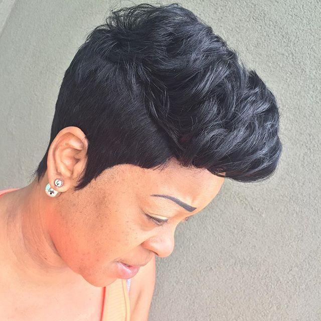 Oh my!!!! I'm getting besides myself!!! RAZOR CUT QUICK WEAVE #razorcuts #thecutlife #hairstylist #shorthair #shortcuts #pixiecut #pixie #pixieperfection #keena360 #quickweave #naturalweave #naturalhair #natural #atlantahair #atlgirls #kontrolmagazine #kontrolmag #queenofhair #legionofglam #hairslayer #fleek