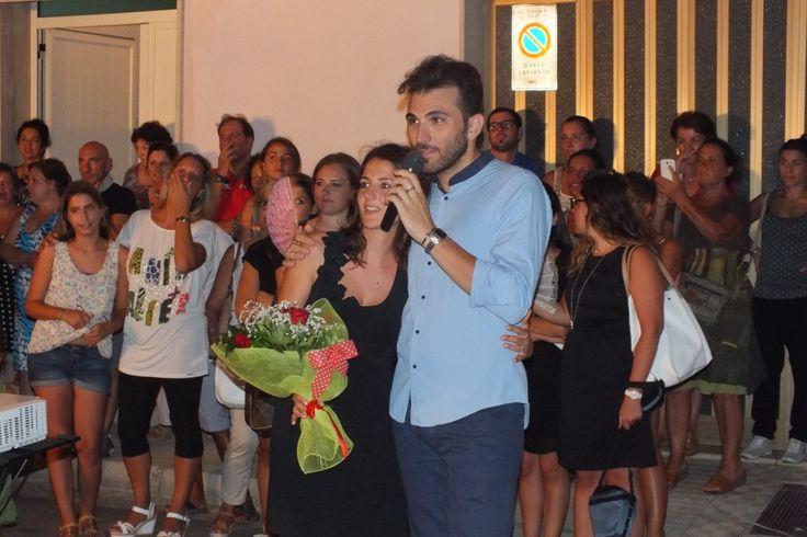 momenti romantici di una serenata alla sposa realizzata la sera prima del matrimonio in Provincia di Lecce