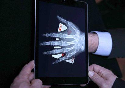 Animez vos soirées entreprise avec l'animation magie numérique. Un magicien vous présentera ses plus beaux tours à l'aide d'une tablette. http://www.sud-ouest-passion.fr/forfaits/magie-numerique-digitale-ipad/#.V3E7EvmLTIU