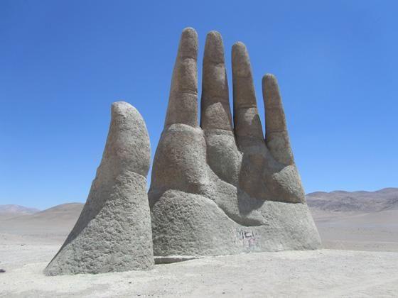 La Mano del Desierto, es obra del artista chileno Mario Irarrázabal, esta ubicada a unos 70km al sur de la ciudad Antofagasta y fue inaugurada el 28 de marzo de 1992.
