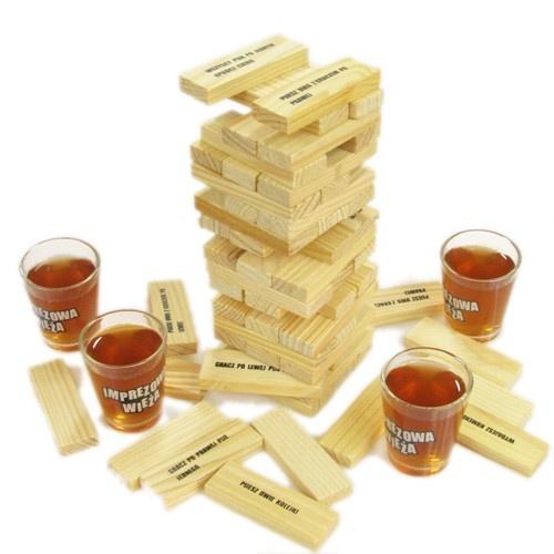 Imprezowa wieża = Jenga + alkoholowe zadania. Działanie: mocno rozweselające.   / Drinking jenga.