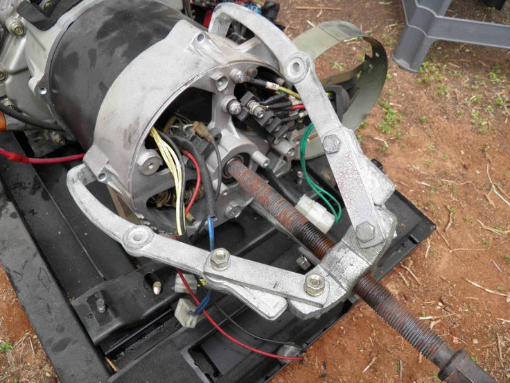 Separating alternator from engine in a 5 / 6 KVA diesel generator. www.nomaallim.com.