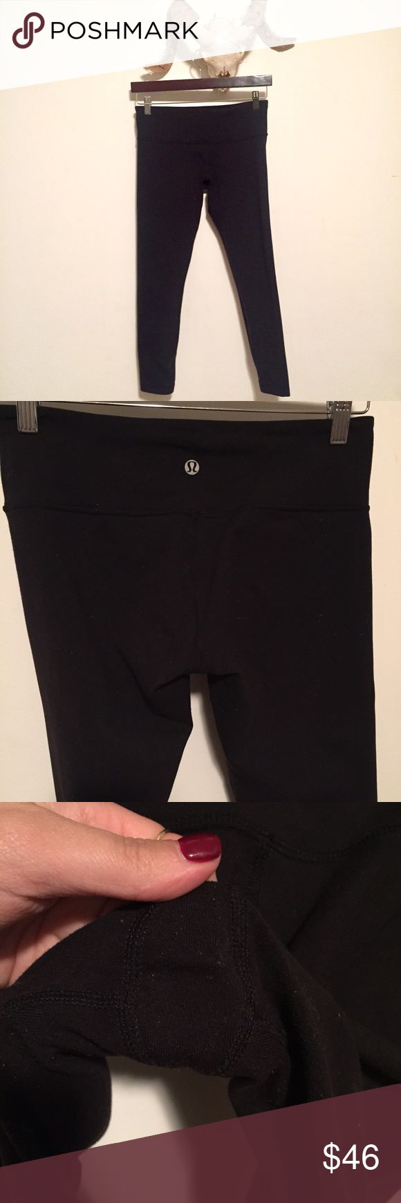 Lululemon Wunder Under 7/8 Pant Black Lululemon Wunder Under pant with a medium rose waist and 7/8 leg. Small pocket in the front of the waistband. In used condition-- just had them professionally dry cleaned. Nice and thick and perfect for cooler weather! I love these, and own the crops- my legs are a little short for these. Size 6. 🚫modeling and 🚫trades lululemon athletica Pants Leggings