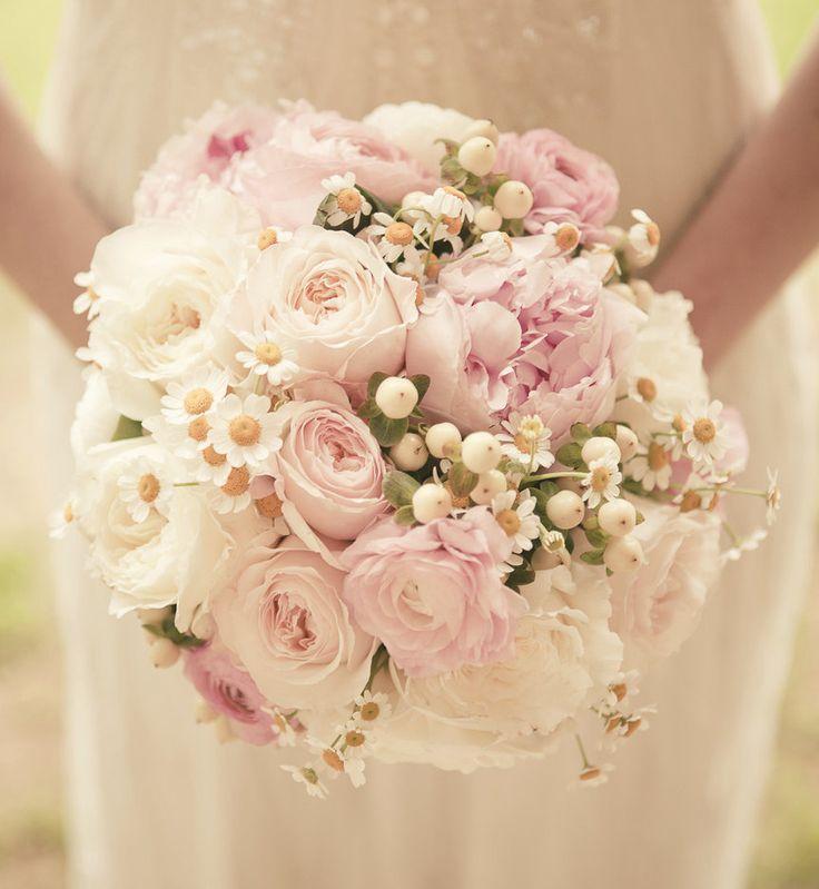 Get Inspired: 25 Pretty Spring Wedding Flower Ideas. To see more: http://www.modwedding.com/2014/01/03/25-pretty-spring-wedding-flower-ideas/ #wedding #weddings