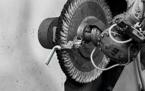 » Lixagem e polimento Transformamos o aço inoxidável, latão e zamak. Temos capacidade para executar cerca de 150 acabamentos com equipamentos tecnologicamente sofisticados. Sempre com respeito pelo o meio ambiente, por isso temos a certificação ambiental desde 2011. Mais informações: www.tupai.pt #smartsolutions #tupai