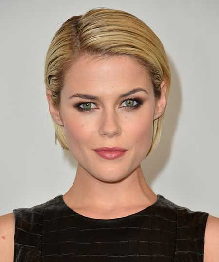 This short slicked-back hairstyle is ravishingly attractive and gives a clear look of your face. Likewise, it is charmingly clean and cool and gives you a cool whiff of feminine confidence which is so alluring and attractive. Lovely indeed!   - See more at: http://www.short-haircut.com/15-great-short-straight-haircuts.html#sthash.EDZu2pFo.dpuf