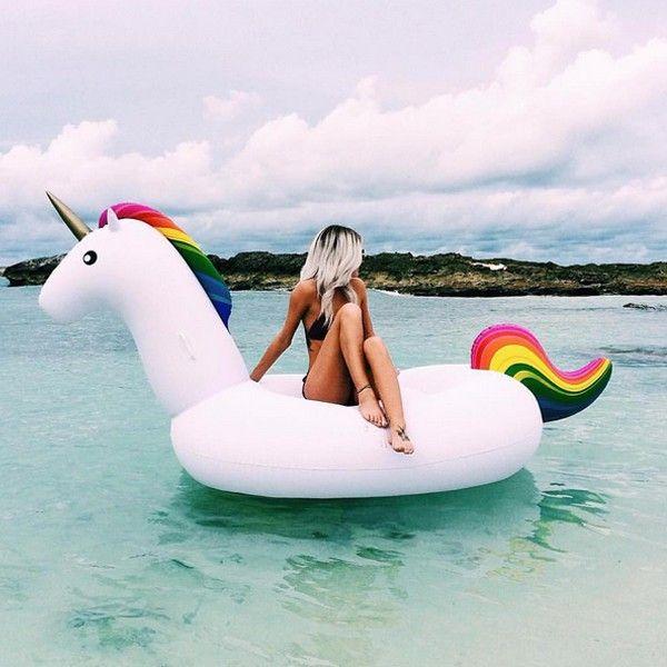 Un bateau gonflable extraordinaire ! Chevauchez enfin une licorne Douce et soyeuse Alliez vos 2 passions : vacances et licornes ! 2.4 mètres de bonheur Pré-commande : Livraison fin avril 2016