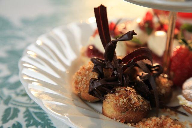 Donker sjokolade soesies (Choux poffertjies)