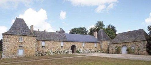 Avant-cour du château de La Magnanne, Andouillé-Neuville