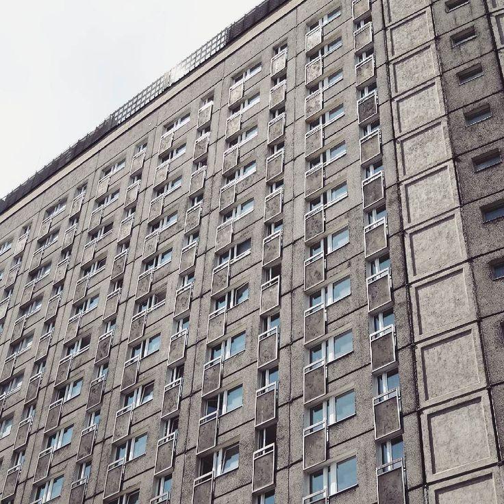 Hotel Polonez 1972-74 Poznań architects: J. Lisniewicz Cz. Nawrockiego J. Maciejewski S. Zieleskiewicz  #podrys #instagood #picoftheday #design #inspiration #architecture #instaphoto  #urban #justgoshoot #modernizm #details #building #modernism #igmasters #composition #wall #architecturelovers #archilovers #illgrammers #arquitectura #exploreeverything #architectureporn #archidaily #architexture #geometry  #urbanandstreet #visualarchitects  #facade #poznan #brutal_architecture