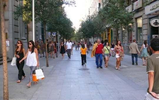 Resultado de imagen para calle girona barcelona peatonal