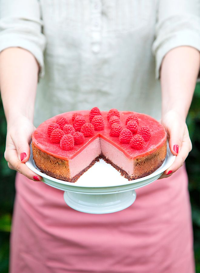Pink velvet cheesecake  in VEGAN, a french cookbook published by La Plage. Recipes & photo : Marie Laforet