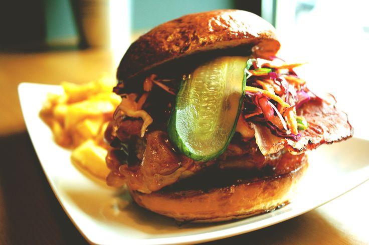 Chicken Cafe to nowa miejscówka, w której znajdziecie menu, pełne prawdziwego comfortfood w którym pierwsze skrzypce gra kurczak. Sprawdźcie to!