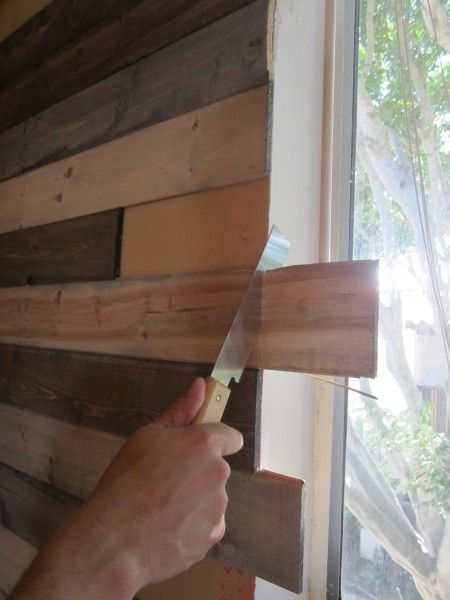 Create a faux wood pallet wall - Wendy James Designs - While up in LA for a Design Bloggers' Conference, I had dinner at Blue Cow Kitchen and was completely dra…