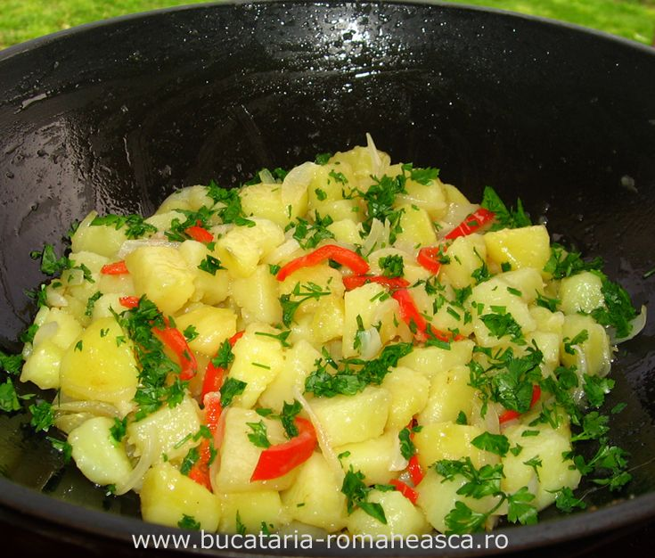Cartofi taranesti | Bucataria Romaneasca ~ Tocmai i-am facut si au iesit ca la mama acasa. Gustos