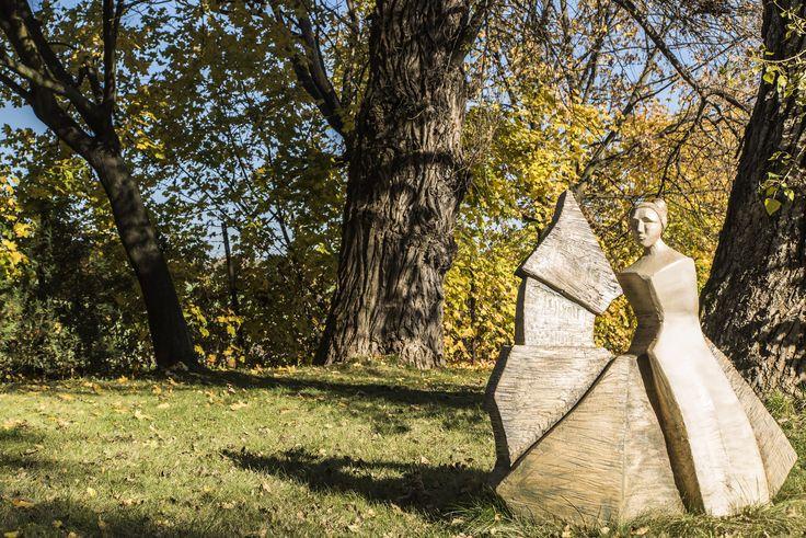 Dwór w Tomaszowicach - Krakowskie Centrum Konferencyjne. Sztuka w ogrodzie - rzeźby Jerzego Kędziory. www.dwor.pl