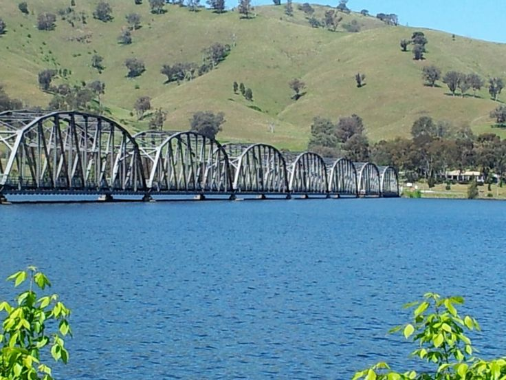 Lake Hume famous Bethanga Bridge