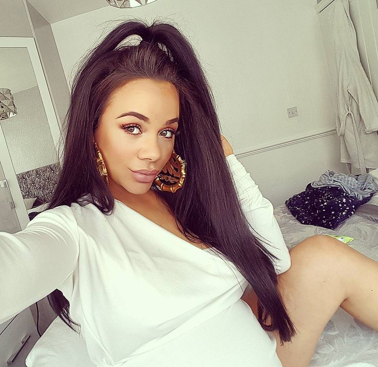 Chelsee Healey.. Dope Jewellery & Accessories 'Che Che' earrings, with Rosy Locks Manchester lashes.. #stylethebump #chicbump #dressingthebump #thirdtrimester