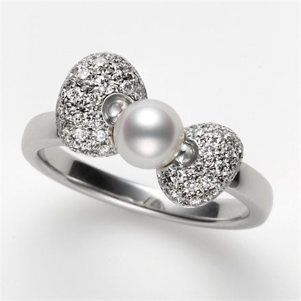 Mikimoto x Hello Kitty - Ring with Akoya pearls and diamonds