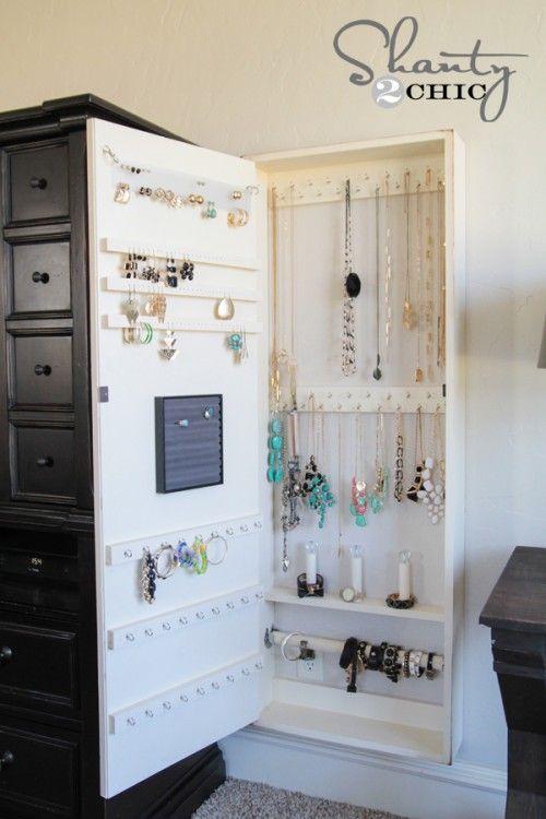 Diy jewelry organizer jewelry i am and bathroom storage for Bathroom jewelry holder