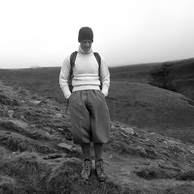 A Lovely Walk In The Moody And Atmospheric Peak District An Unbelievably Windy Day Which Ruffled Hair And Fur In Equal Me Windy Day Thomas Jones Peak District