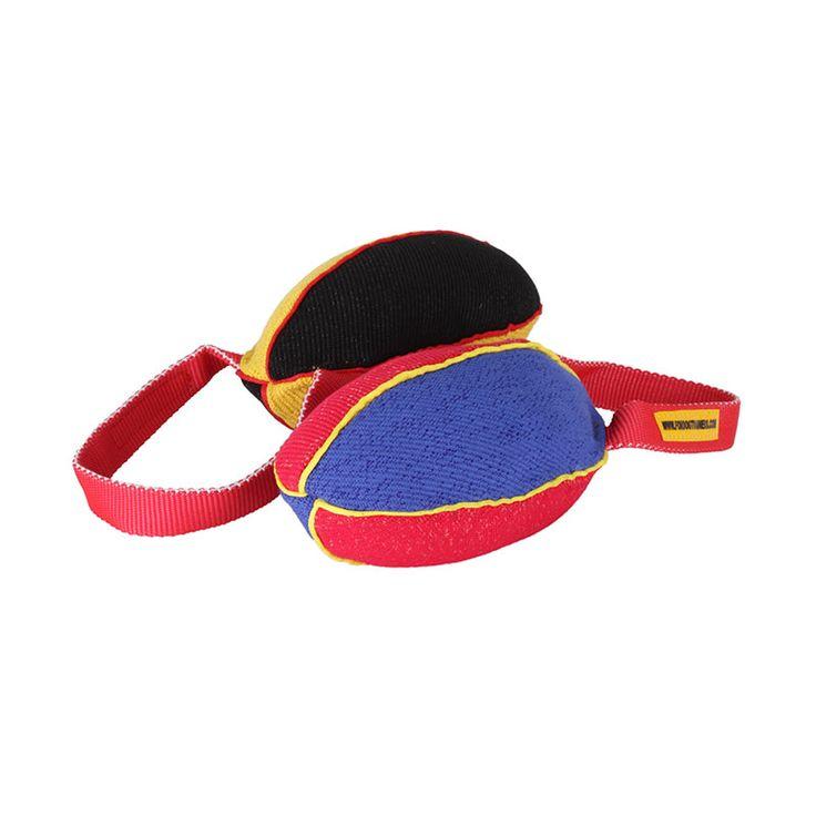 Gryzak zabawka dla psa dostępny w dwóch rozmiarach, wykonany z materiału ringowego. Zabawka gryzak przygotowuje psa do prawidłowej pracy z rękawem, służy zarówno do zabawy jak i do nauki gryzienia. #ForDogTrainers #zabawkadlapsa #happy #dog