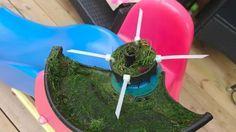Plus jamais vous ne serez pris au dépourvu avec le fil du coupe-herbe brisé, grâce à cette astuce vraiment trop géniale! - Trucs et Bricolages