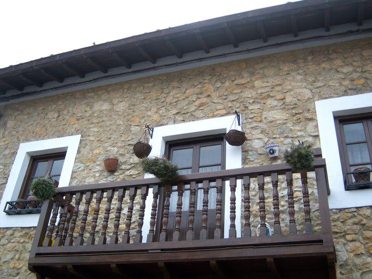 Balcones de madera buscar con google balcones for Imagenes de casas coloniales