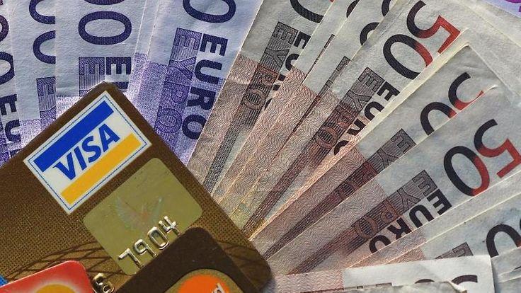 Kreditkarten, Bargeld und Co.: So haben Sie Ihre Reisekasse im Griff