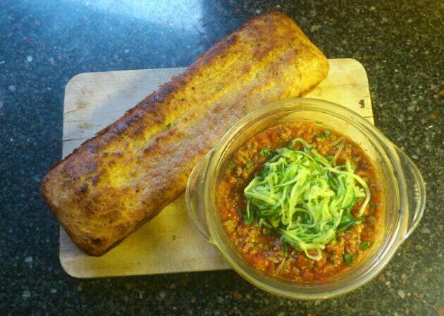 Paleo knoflookbrood/ garlicbread, courgette/ zucchini spaghetti