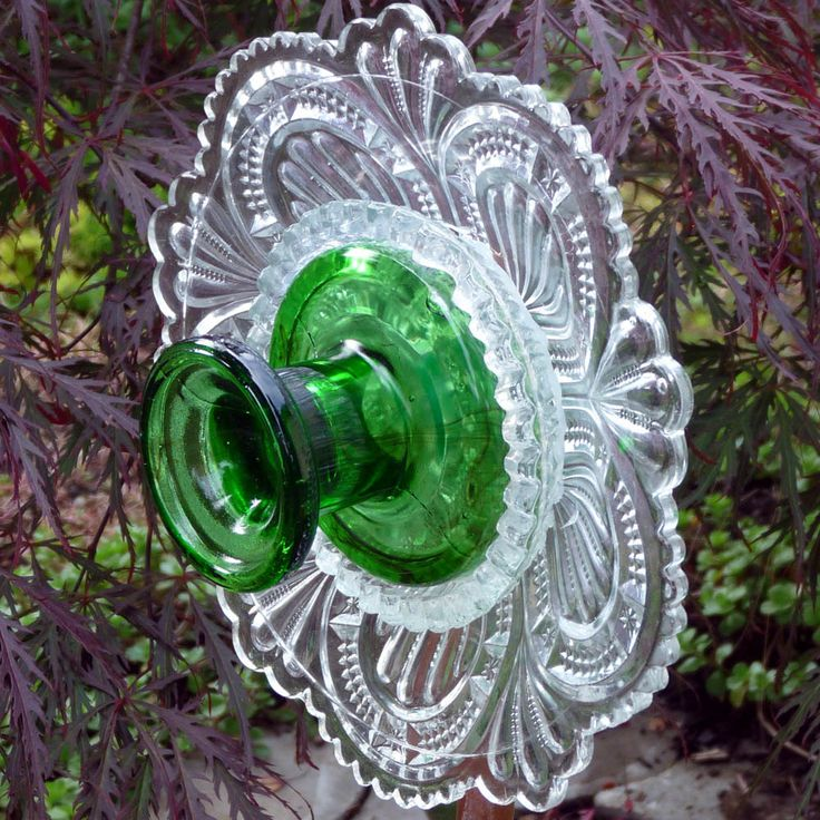 Garden art glass flower suncatcher plant stake yard