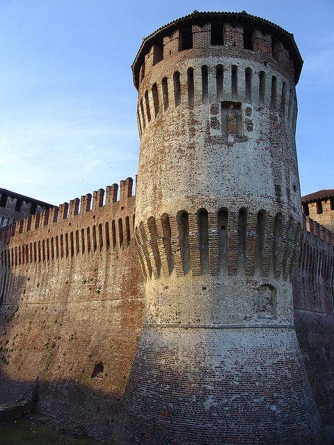 Torre rotonda. Castello di Soncino, Lombardia. Italy (XVI sec.)