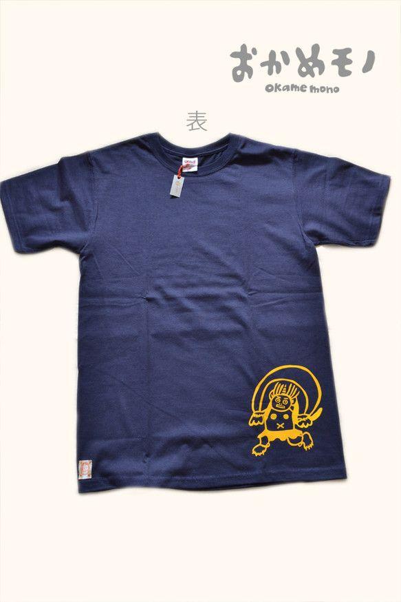 紺色のTシャツにオリジナルデザインの風神雷神を黄色のアイロンプリントでくっつけてみました。前面の左下には風神を、背面の左上には雷神があなたをお守りしています。...|ハンドメイド、手作り、手仕事品の通販・販売・購入ならCreema。