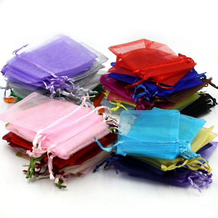 Купить товарБесплатная доставка 9 x 12 см смешанный цвет пряжи кулиской рождество свадебные конфеты подарочные пакеты из органзы сумки для украшения упаковочные сумки в категории Упаковочные пакетына AliExpress.          Дорогой друг, если вы хотите купить сумки с логотипами,  Пожалуйста, не забудьте связаться с нами, прежде