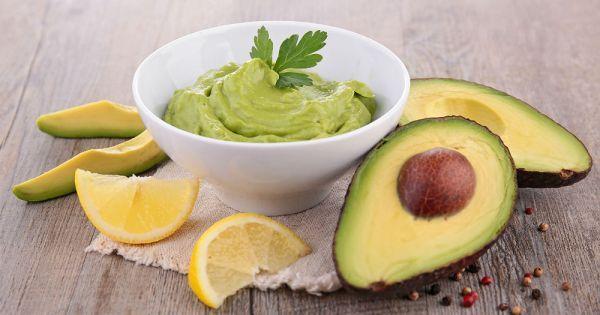 Onun güzellik kattığı sandviç ve salatalar çok meşhur, çok sağlıklı. Ama avokado tüketmenin bin bir yolu var. Bunlardan biri avokadolu dip sos hazırlamak.