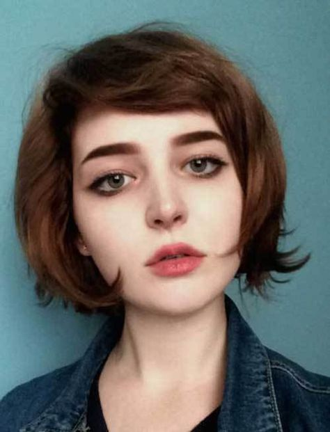 15 Inspiring Short Haircuts for Round Faces: #4. Side Bangs on Short Hair